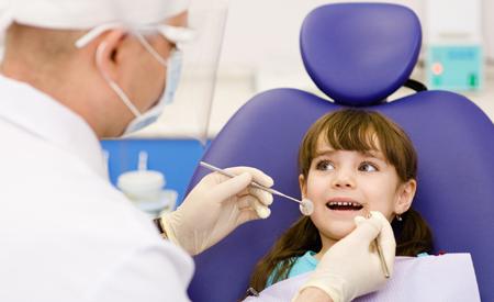 Këshilla nga Dr. Sali Kurti për prindërit: Si t'i parapërgatisni fëmijët për vizitë tek dentisti