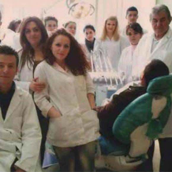 La carriera del Dott. Sali Kurti come docente all'Università di Odontoiatria